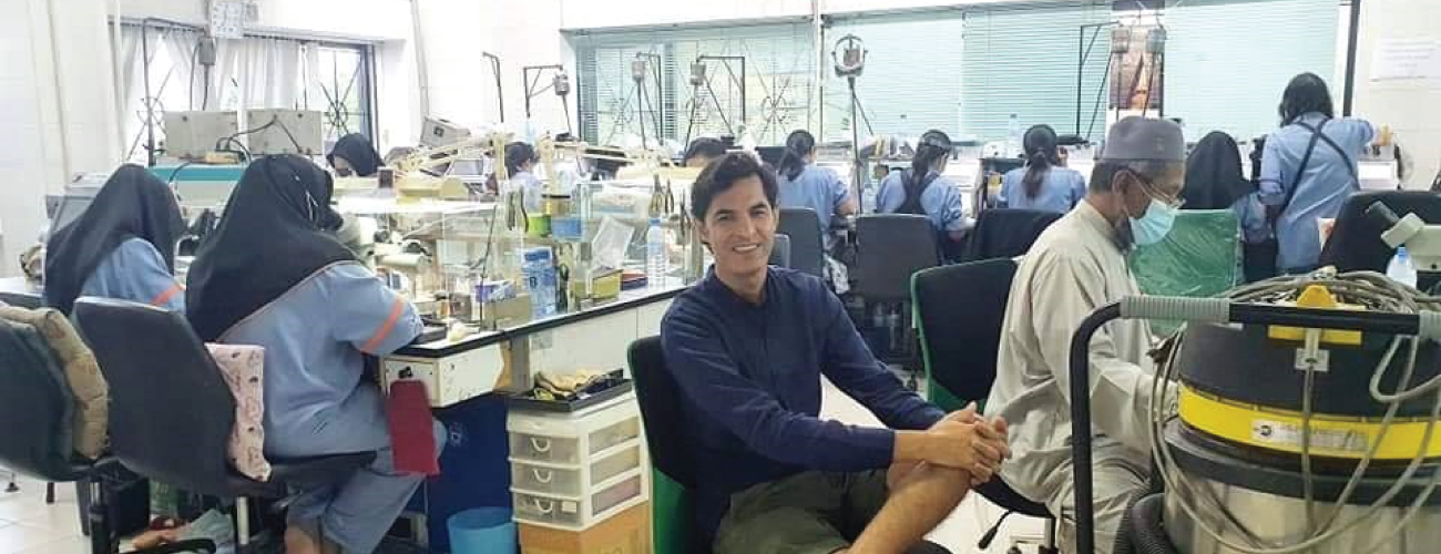 Deepwear CEO personally auditinng a garment factory as a part of the Quality control
